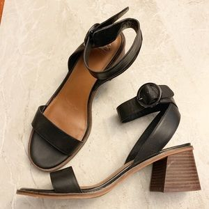 Giani Bini Black low chunky heel sandals